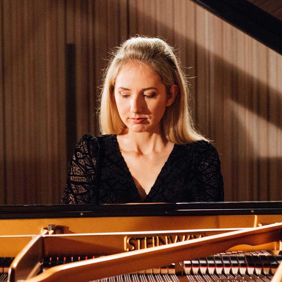 Iulia Marin pianist